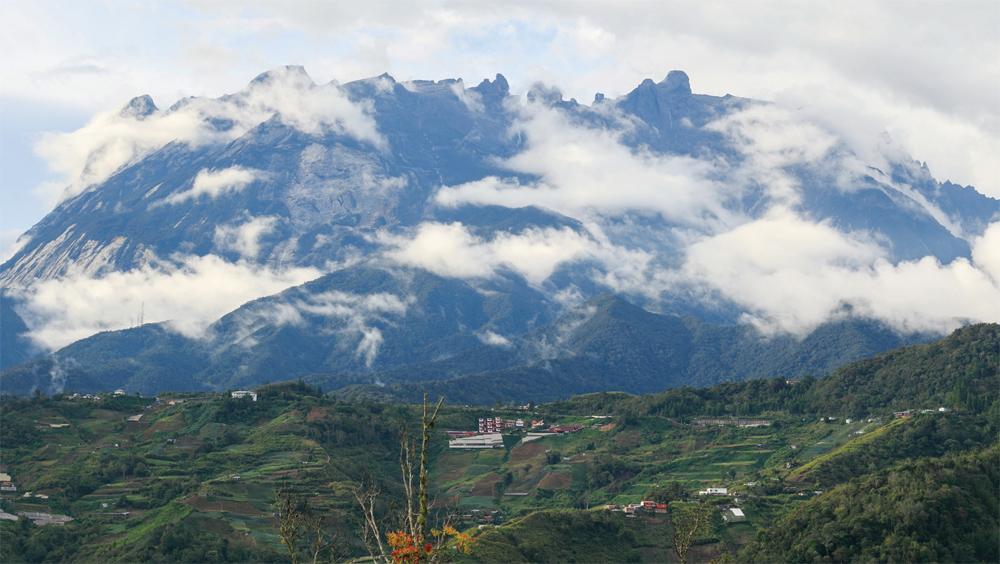 Striking photo of Sabah's Mount Kinabalu