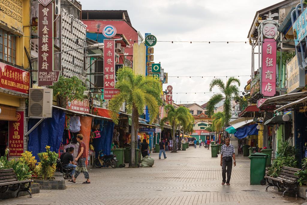 Pedestrian avenue in Little India in Kuching - Photo by Fabio Lamanna /Shutterstock.com