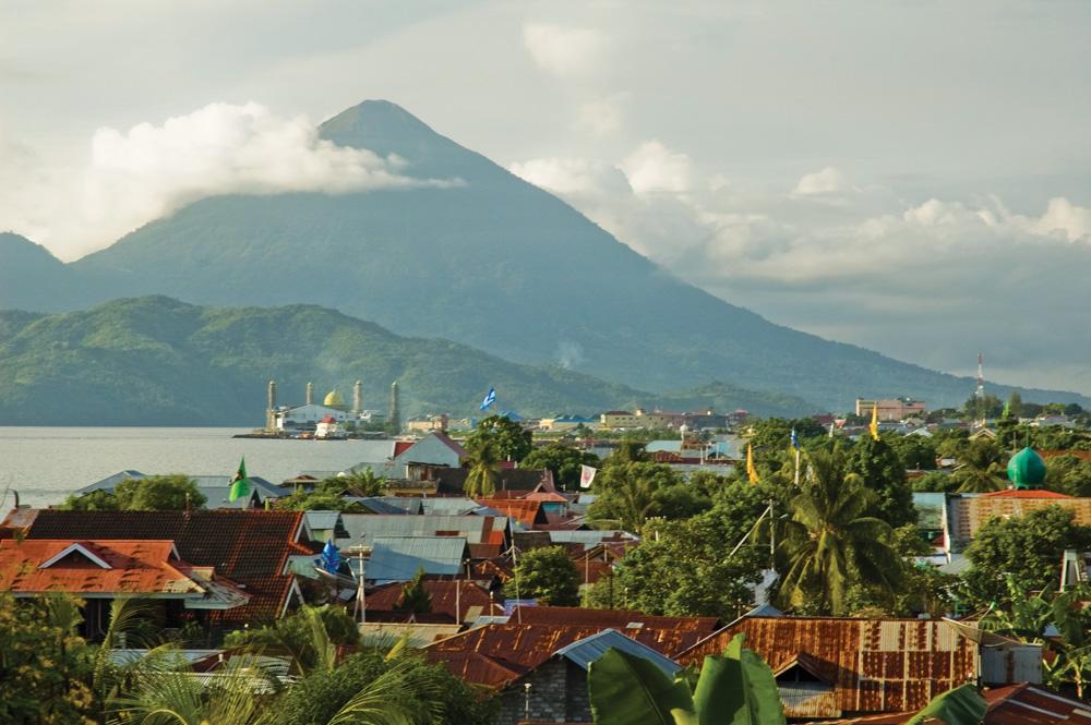 Ternate city with Gunung Api Gamalama in the background - Ricard Buxo
