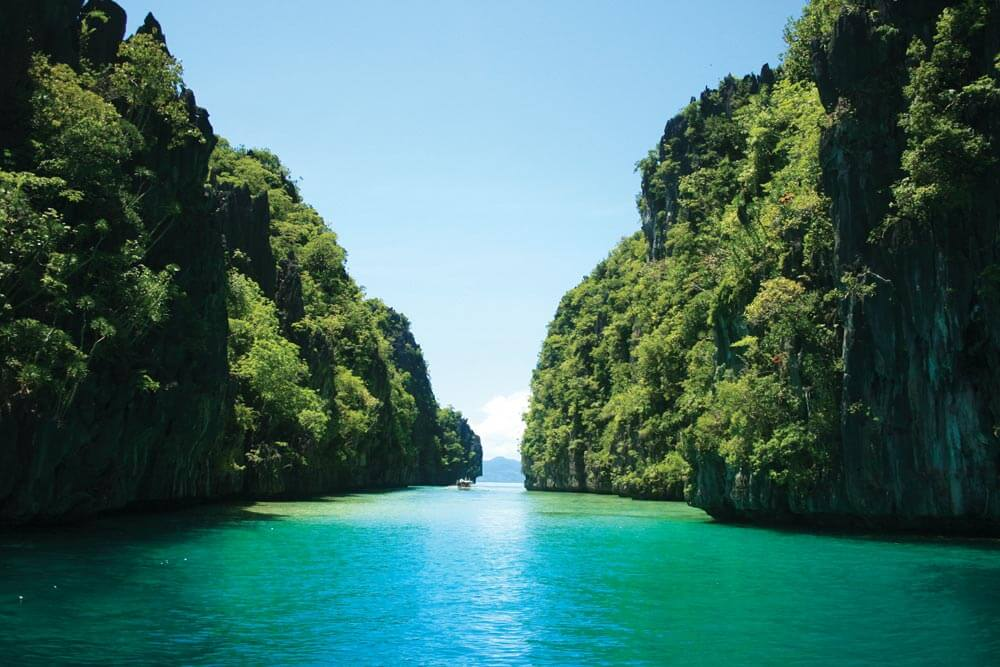 Tranquil lagoon (somewhere) in Palawan | Photo by commons.wikimedia.org