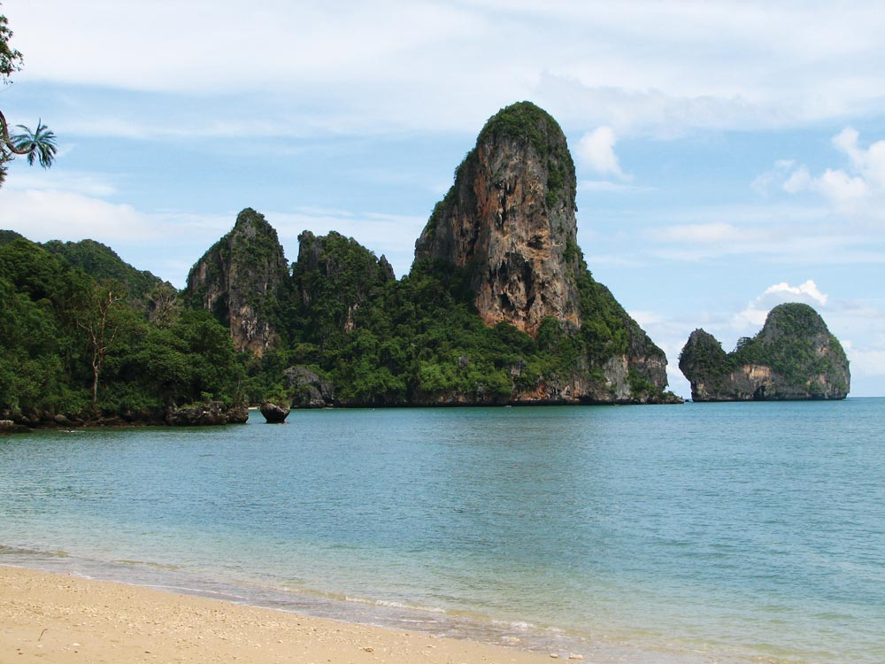 Rai Lei Beach, Krabi | Photo by McKay Savage/commons.wikimedia.org