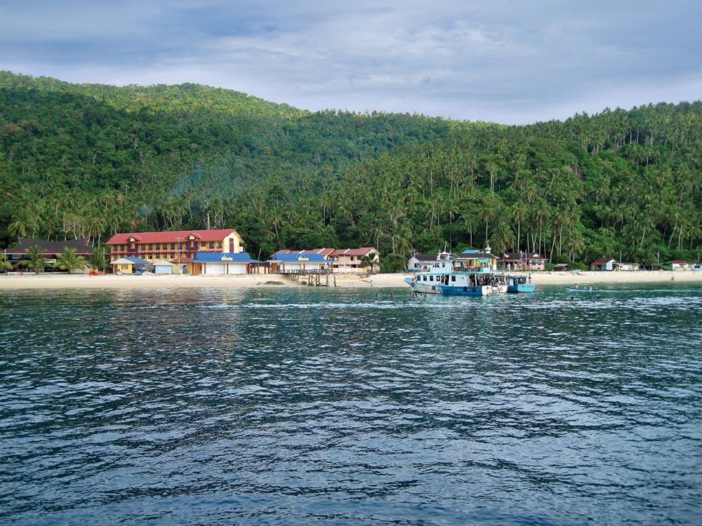 Pulau Aur Channel, Pulau Dayang anchorage
