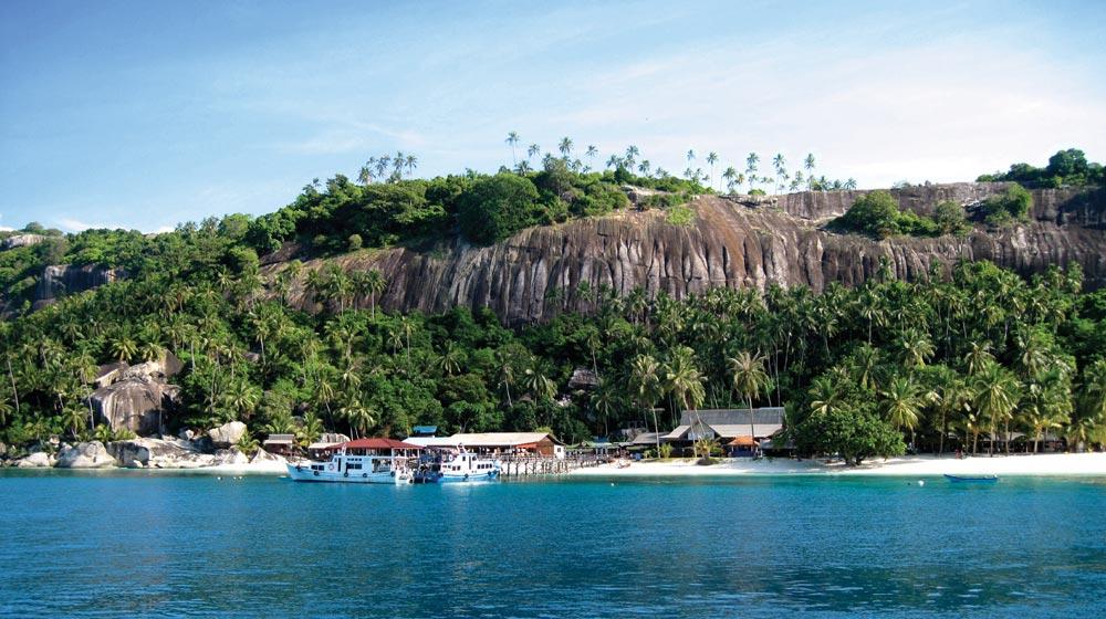 Pulau Dayang anchorage, looking west