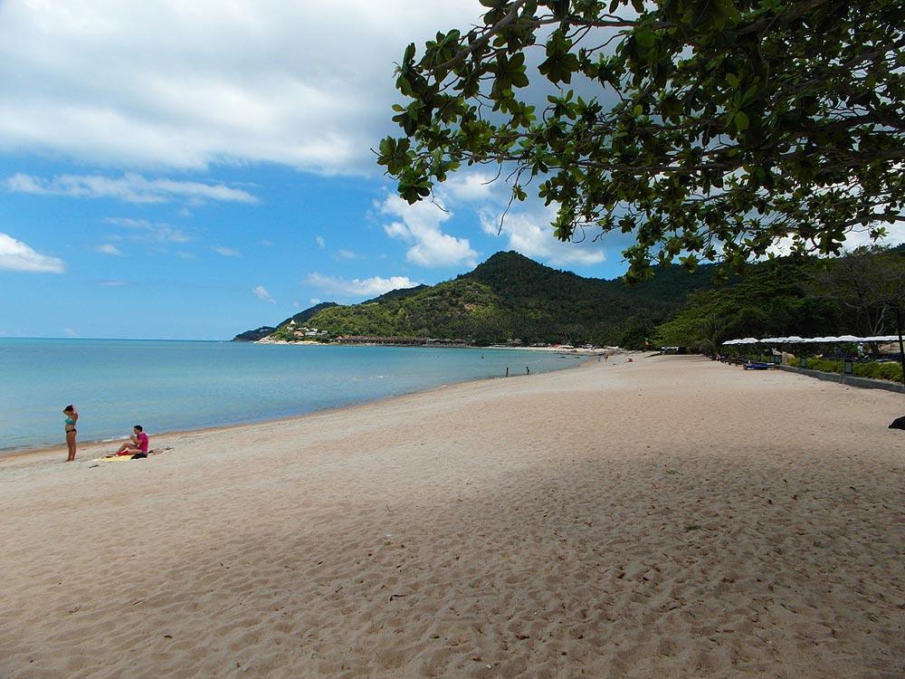 Quiet beach at Chaweng Noi, Samui
