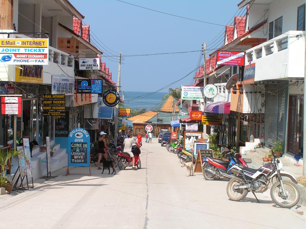 Street scene in Koh Tao's main town, Mae Haad