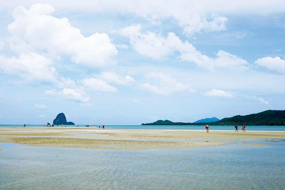 Western entrance to Koh Yao Channel – sandspit at low tide | Photo by IMAGE asia