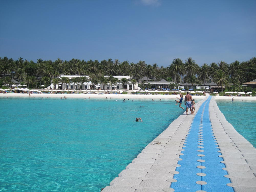 Tie your dnghy to The Racha's floating jetty if you plan to eat or drink at the resort.