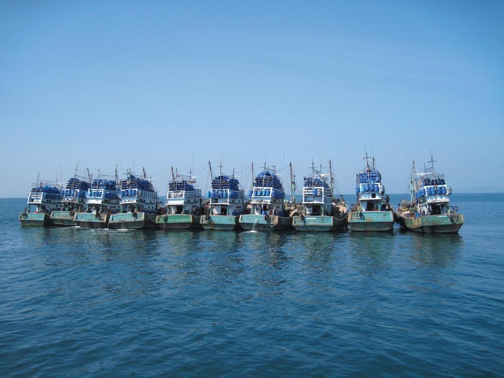 Thai fishing boa rafted up
